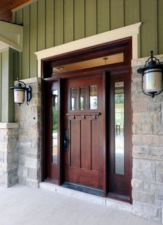 The stain and dentil trim on this front door is similar to my parents'. A #craftsman style #frontdoor is even more impressive in person!