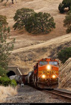 RailPictures.Net Photo: BNSF 5152 BNSF Railway GE C44-9W (Dash 9-44CW) at James, California by Amtrakdavis22