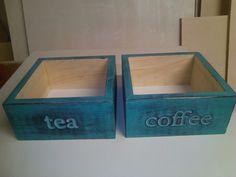 Krabičky na kávu nebo čaj upraveno tyrkysovou barvou a patinováno. 200x200x90 mm.Sandstone Rock/Fler.cz