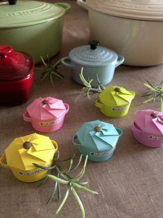 紙コップで憧れのルクルーゼ風のお鍋をイメージしたラッピングをしてみました♪ 飾ったり、おもてなししたり、プレゼントしたり…。 作っていてとても楽しかったです。