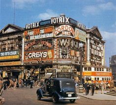 Lane Loves all things Piccadilly! A view of Piccadilly Circus, London. Piccadilly Circus, London Bus, London Street, London Today, Oxford Street, London City, London History, British History, Asian History