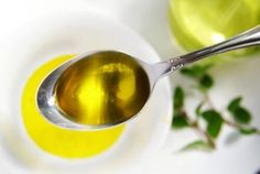 Do you know what a teaspoon of lemon and a teaspoon of cold pressed olive oil can do to your health? Olive Oil Hair Mask, La Constipation, Colon, Cardiovascular Health, Anti Cellulite, Fresh Herbs, Olives, Health Remedies, Home Remedies