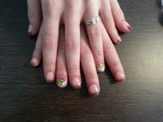 Glitter grinch nails