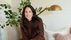 Joanna Gaines shares cutting in tip for a seamless finish   Real Homes Hanging Picture Frames, Window Frames, Painting Molding, Painting Cabinets, Number Tricks, Best White Paint, Nick Nacks, Joanna Gaines
