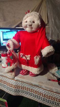 Viejo pascuero Elf On The Shelf, Christmas Sweaters, Holiday Decor, Home Decor, Homemade Home Decor, Christmas Jumper Dress, Christmas Jumpers, Decoration Home, Tacky Sweater