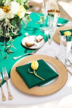 Classy #BaylorProud wedding table setting.