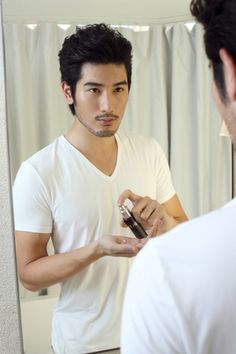 Godfrey Gao is a model and actor who stars in mostly Taiwanese TV shows and movies. He is of Taiwanese and Malaysian descent and raised in Canada. Moustache, Beard No Mustache, Godfrey Gao, Asian Men Hairstyle, Male Hairstyles, Hipster Hairstyles, Canadian Models, Hipsters, Asian Actors