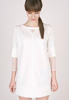 Minimalistisches weißes Kleid mit verlängerten transparenten Ärmeln / simple and clean mini dress, white by Orannie via DaWanda.com