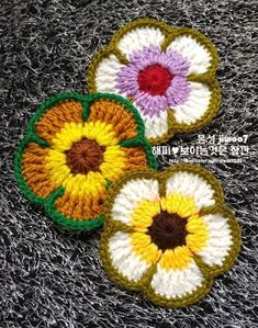 Peace Mom & Duck Flower Muckle Duck Peace Mom is a generous public drawing. I met Duck Fung Flower Semi with a unique flower name . Crochet Puff Flower, Crochet Flower Tutorial, Crochet Flower Patterns, Crochet Motif, Diy Crochet, Crochet Designs, Crochet Crafts, Crochet Doilies, Crochet Flowers