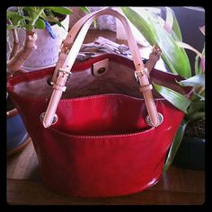 Michael kors red tote Michael kors large patent leather tote, chilli red,super cute tote pre-owned but we'll maintained. .a little mark on 1 of the strap (picture attach)but I think can be clean, I have the cleaner so I can try..100% authentic. .. 10 1/2 tall. 14 wide. . Michael Kors Bags Totes