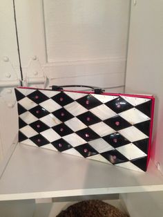 Vintage purse. Available now at Mid Mod Collective. Email midmodcollective@gmail.com for more info. sold!