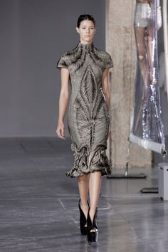 Iris van Herpen | Fall 2014 Ready-to-Wear Collection #ParisFashionWeek2014 #PFWfall2014