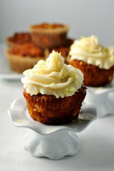 These paleo carrot cake cupcakes are grain-free, dairy-free and refined sugar free. Just as tender and delicious as a traditional carrot cake! Paleo Dessert, Paleo Sweets, Gluten Free Desserts, Diabetic Desserts, Paleo Food, Keto Foods, Vegan Desserts, Coconut Flour Recipes, Baking Recipes