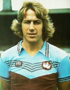 Tommy Taylor of West Ham in Tommy Taylor, West Ham United Fc, Football Wallpaper, Football Kits, Sports Stars, Irons, Badges, 1970s, Dan