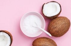 Πώς να φαίνεσαι νεότερη – Κατάλληλο μακιγιάζ και σπιτικές μάσκες αντιγήρανσης | Μυστικά ομορφιάς | mystikaomorfias.gr Liquid Coconut Oil, Best Coconut Oil, Coconut Oil For Acne, Coconut Oil Uses, Benefits Of Coconut Oil, Organic Coconut Oil, Smoothies, Tips Fitness, Oils For Skin