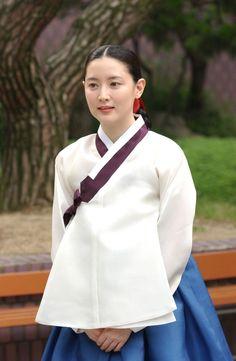 lee young ae at DuckDuckGo Korean Hanbok, Korean Dress, Korean Outfits, Korean Traditional Dress, Traditional Dresses, Korean Beauty, Asian Beauty, Dae Jang Geum, Warrior Outfit
