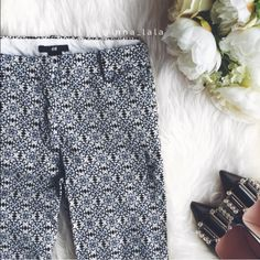 H&M Ankle Pants H&M Ankle Pants -Chic pants for the workplace or brunch date. Pairs well with a black or white top! -Tag says size 6 but due to H&M's very different sizing it is more like a typical size 2. -98% Cotton, 2% Elastane. Machine wash. : inna_lala (me!) ✨Open to offers!✨ H&M Pants Ankle & Cropped