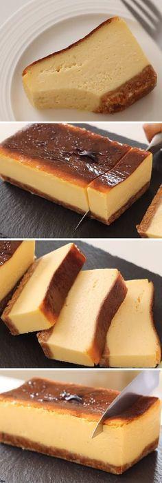 Cómo hacer un Cheesecake cocido Cream Cheese Terrine! #cheesecake #creamcheese #receta #recipe #casero #torta #tartas #pastel #nestlecocina #bizcocho #bizcochuelo #tasty #cocina #cheescake #helados #gelatina #gelato #budin #pudin #flanes #pan #masa #panfrances #panes #panettone #pantone #panetone #navidad #chocolate Si te gusta dinos HOLA y dale a Me Gusta MIREN... Brownie Desserts, Brownie Cake, Creative Desserts, Easy Desserts, Beef Zucchini Enchiladas, Choco Flan, Oreos, Bake Sale, Cakes And More
