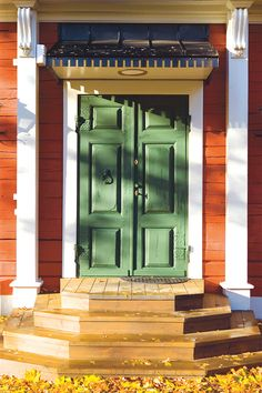 A beautiful Swedish door Swedish Cottage, Swedish House, Door Entryway, Entrance Doors, Front Door Colors, House Doors, Scandinavian Home, Beautiful Buildings, Windows And Doors