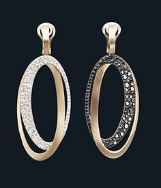 Earrings in natural gold with black and white diamond pave from the Black & White collection by ANTONINI | SOLITAIRE MAGAZINE