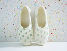 Felted summer color slippers Green Dots. by HomeSoulShop on Etsy