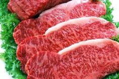 1. Мясо станет нежнее, если за час до готовки его смочить водкой.2. Можно мясо перемешать с соевым соусом, оставить на ночь, а завтра жарить, оно получится очень сочным.3. Говядина, баранина получится мягкой и сочной, если ее перед запеканием посолит...