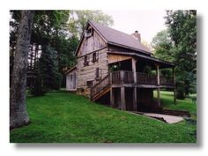 Brown County Indiana Guest Cottages with Hot Tubs & Fireplaces near Nashville Indiana