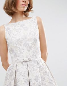 Discover the latest fashion & trends in menswear & womenswear at ASOS. Shop our collection of clothes, accessories, beauty & Vestidos Junior, Junior Dresses, Latest Fashion Clothes, Latest Fashion Trends, Fashion Online, Dresses To Wear To A Wedding, Bridesmaid Dresses, Prom Dress, Asos Online Shopping