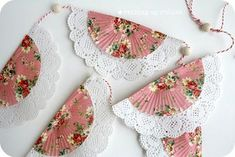 DIY doily bunting using paper doilies and pretty cupcake liners would make a great decoration for a tea party bridal shower. Doilies Crafts, Paper Doilies, Diy Paper, Paper Crafts, Diy Crafts, Paper Banners, Paper Garlands, Bunting Garland, Doily Bunting