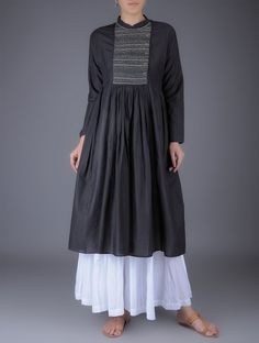 Get inspired by Maternity Fashions from across the world. Punjabi Dress, Pakistani Dresses, Indian Dresses, Indian Outfits, Kurta Designs Women, Blouse Designs, Indian Designer Outfits, Designer Dresses, Casual Dresses