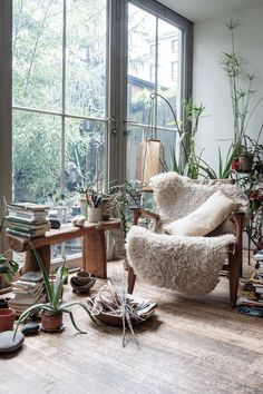 Botanical Garden Interiors - Work Space / Home oFFICE - Living Room credit: Maria Cornejo and Mark Borthwick . Love the furry shag throw rug on the chair - Interior Decorator Home Design Furniture Knick-Knacks Inspiration Interior Flat, Interior Exterior, Exterior Design, Natural Interior, Classic Interior, Modern Interior, Deco Boheme, Living Spaces, Living Room