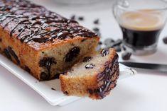 משהו טעים לפתוח איתו את סוף השבוע: מתכון זריז לעוגה בחושה, קלילה וטעימה שמכינים ב-10 דקות (בהגזמה) - עוגת אספרסו עדינה מנוקדת בשוקולד צ'יפס עם ציפוי שוקולד מריר מתקשה. קפה קר ליד - ואתם מסודרים!