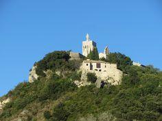 Clansayes est un petit village de la Drôme. On le voit de loin, poser ses maisons dominées, par la tour. Ce petit village se mérite. Impossible de monter en voiture. C'est à pied que l'on accéde au sommet. Le vent ce jour là, nous est contraire, ce qui...