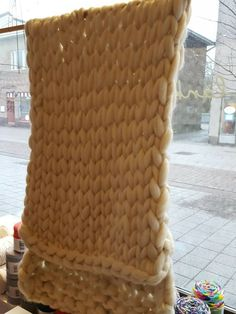 Helppo pitsisukka vol II Merino Wool Blanket, Throw Pillows, Knitting, Cushions, Tricot, Breien, Knitting And Crocheting, Crochet, Cable Knitting