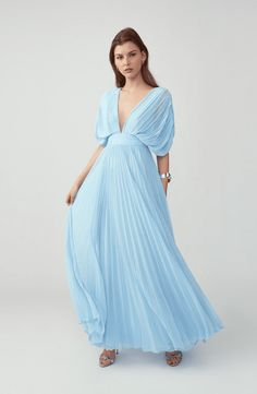 The Best 50 Formal Wedding Guest Dresses For A Black-Tie Wedding of 2020 Wondering what to wear to a black-tie wedding? Shop our favorite black-tie wedding guest dresses below. Black Tie Wedding Guest Dress, Black Tie Wedding Guests, Formal Wedding Guests, Cute Christmas Outfits, Christmas Sweaters, Matching Couple Outfits, Edgy Outfits, Rock Outfits, Thanksgiving Outfit