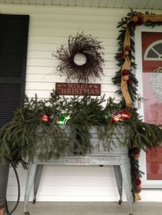 57 Ideas How to Make Comfortable Rustic Outdoor Christmas Décoration Country Christmas Decorations, Christmas Porch, Primitive Christmas, Rustic Christmas, Xmas Decorations, Christmas Holidays, Christmas Wreaths, Christmas Crafts, Holiday Decor