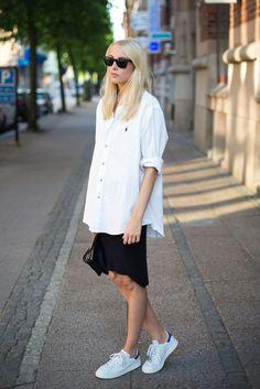white shirt,stan smith