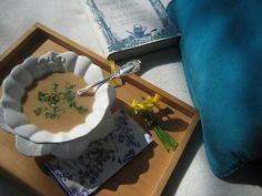 Creme de feijão manteiga:  1 cebola, 2 courgettes médias; 1 batata; 200g de feijão manteiga, azeite; sal e salsa