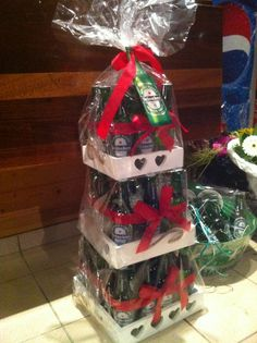 DIY Beercake! Made from 3 wooden trays (Action) en 36 bottles of beer. Filled with plastic foil between the bottles. Wrapped each layer seperately cosh of the weight!! #beercake #biertaart #heineken #action