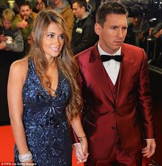 Lionel Messi and his wife Antonella Roccuzzo Antonella Roccuzzo, Fc Barcelona, Lionel Messi Barcelona, Messi And His Wife, Messi Life, Football Wags, Lionel Messi Family, Argentina National Team, Classy Suits