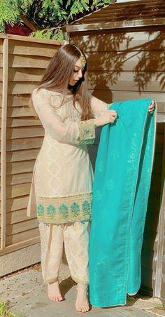 Pakistani Party Wear Dresses, Beautiful Pakistani Dresses, Pakistani Wedding Outfits, Designer Party Wear Dresses, Pakistani Dress Design, Nikkah Dress, Pakistani Fashion Casual, Indian Fashion Dresses, Indian Designer Outfits