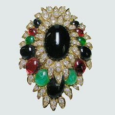Brooches/Pins - Dynamite cabochon faux diamond brooch/pendant. Signed CINER
