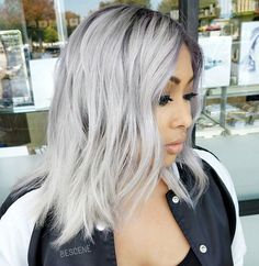 PLATINUM METALLIC • @ellennicole  living for those subtle hints of lilac throughout this blonde. I used all @schwarzkopfusa & @brazilianbondbuilder #b3 for this color! I added a GREY LILAC root using the NEW silver/whites by #schwarzkopf. Formula: base. Grey LILAC, 8-11, E-1, 0-11 Platinum: 9.5-1, 9.5-29, 0-11 7vol. #BESCENE