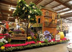 rose bowl parade 2015    1851-The Kiehl's SINCE 1851 float on Judging Day at Fiesta Parade ...