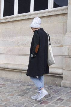 French Parisian Fashion Blogger Blog Mode Paris Vintage Muslim Girls Photos, Girl Photos, Parisian Style, Parisian Fashion, Style Parisienne, Paris Mode, Autumn Fashion, Normcore, Lady