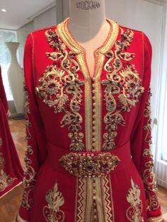 Caftan Haute Couture Fouzia Naciri - Création Broderie Rouge Show Room Détails Face