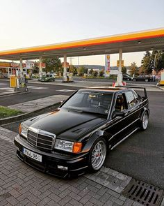Mercedes 190 E Cosworth Mercedes Auto, Mercedes 190 Evo, Mercedes Benz Autos, Bmw Classic Cars, Classic Mercedes, Mercedez Benz, Street Racing Cars, Amazing Cars, Bmw E30