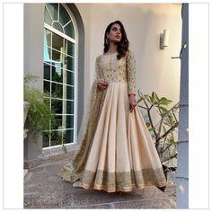 The gorgeous Iqra Aziz in a beige Faiza Saqlain pishwas styled by the talented ✨ Pakistani Gowns, Simple Pakistani Dresses, Pakistani Fashion Party Wear, Pakistani Dress Design, Pakistani Bridal, Pakistani Outfits, Indian Outfits, Indian Fashion, Pakistani Actress