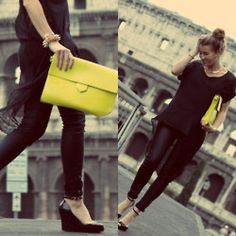 street style - love the all black with neon clutch