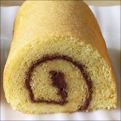 Kitchen Tigress' Vanilla Swiss Roll // Modifications: 4 eggs cake flour replaced with all purpose and corn starch Bake at or for mins (in the 5509 oven) Vanilla Swiss Roll Recipe, Tostadas, Swiss Roll Cakes, Cake Roll Recipes, Chocolate Sponge Cake, Sandwiches, Almond Cookies, Cake Flour, Rolls Recipe